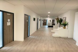 Ma-Cabane - Location Local commercial VITRE, 75 m²